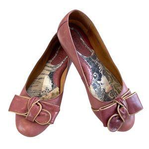 Born Oriel Leather Bow Flat Shoes